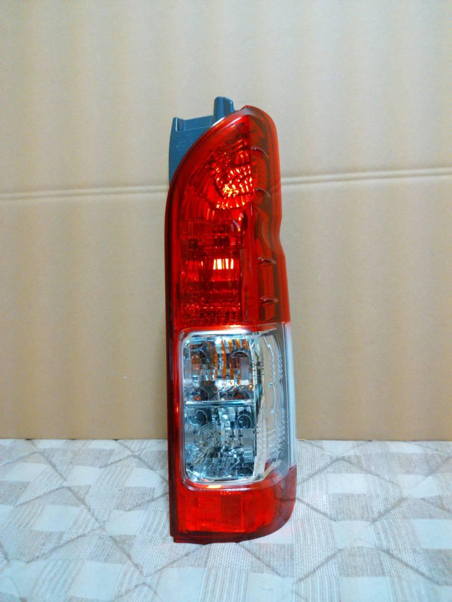 美品 200 ハイエース 5型 純正品 後期 テール ランプ 左右 セット 1型 2型 3型 4型 取付け可 レジアス スーパーGL 右 左 純正 KOITO 26-140_画像3