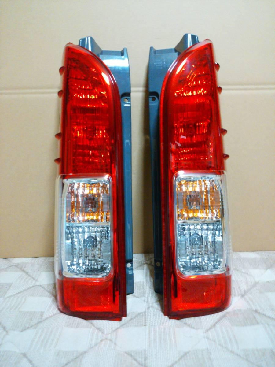 美品 200 ハイエース 5型 純正品 後期 テール ランプ 左右 セット 1型 2型 3型 4型 取付け可 レジアス スーパーGL 右 左 純正 KOITO 26-140