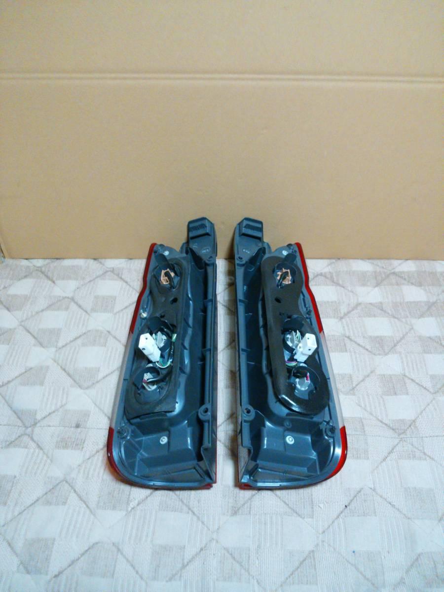 美品 200 ハイエース 5型 純正品 後期 テール ランプ 左右 セット 1型 2型 3型 4型 取付け可 レジアス スーパーGL 右 左 純正 KOITO 26-140_画像4