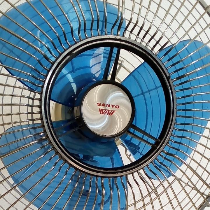 動作品 昭和レトロ SANYO サンヨー 三洋 扇風機 普及型卓上扇 ブルー 3枚羽根 EF-6NA 羽根経 29cm インテリア ディスプレイ _画像10