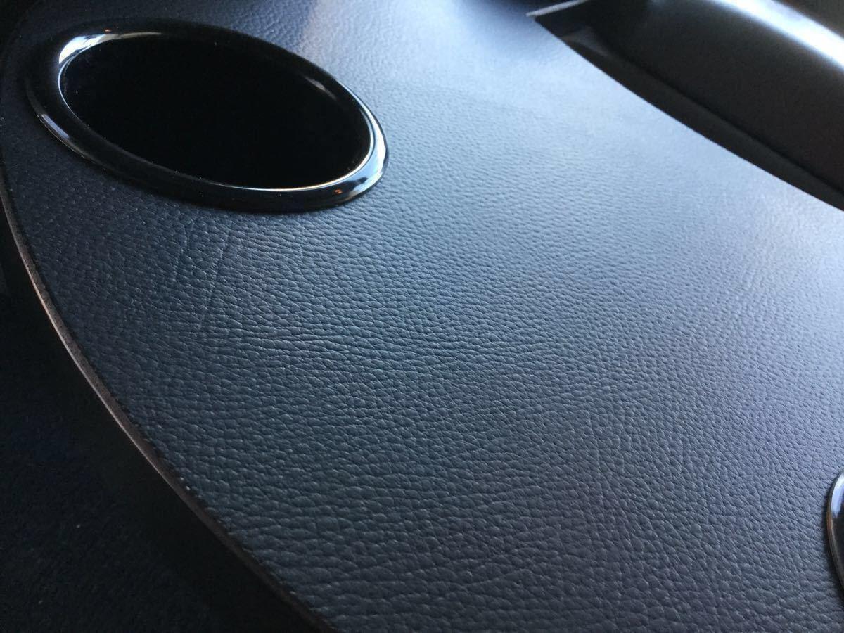 200系ハイエース・標準ボディー・S-GL用 フロントシート用アームレスト&テーブル/黒シボ柄・ブラックレザーマット・カップホルダー2個_画像4