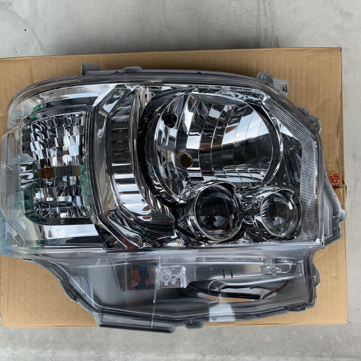 美品 程度良好 ハイエース 200 4型 5型 純正 LED ヘッドライト ヘッドランプ 右 右側LEDヘッドライト