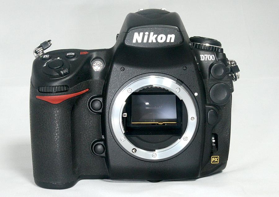 【ニコン Nikon D700ボディ】 ショット数少なめ4千台 中古美品 元箱付 FXデジタル一眼レフ