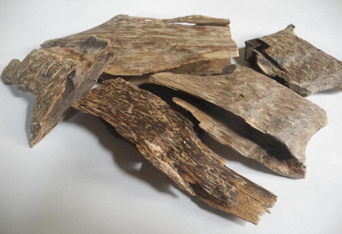 ベトナム産 香木 沈香 本物 良品! 23g 木片 チップ 伽羅 agarwood 火で炙ると良い香りがします! お香_画像2