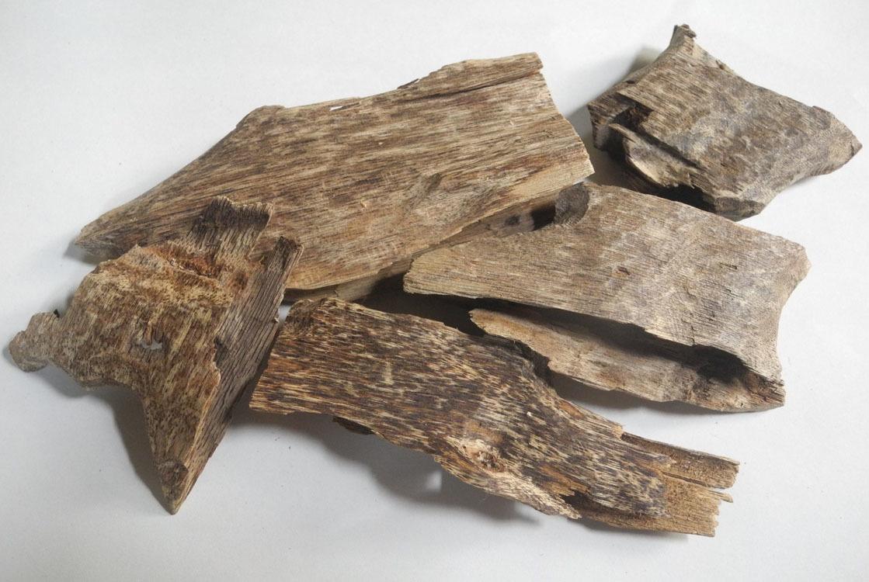 ベトナム産 香木 沈香 本物 良品! 23g 木片 チップ 伽羅 agarwood 火で炙ると良い香りがします! お香_画像1