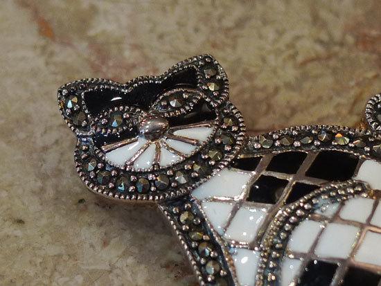 パリのブローチ 猫 銀製 エナメル マーカサイト _画像4
