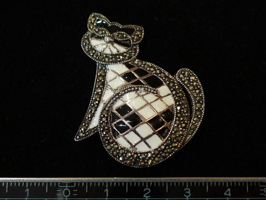 パリのブローチ 猫 銀製 エナメル マーカサイト _画像5