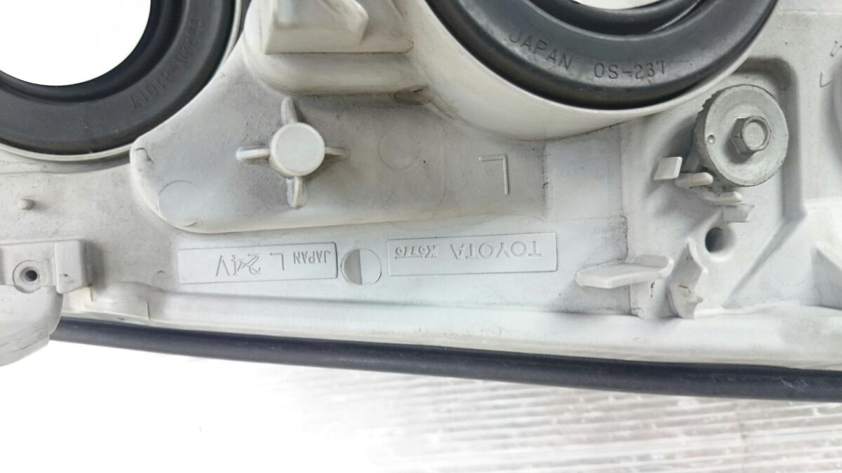 215ハイラックスサーフ後期純正ヘッドライト左右 トヨタ純正 オートレベライザー付 _画像9