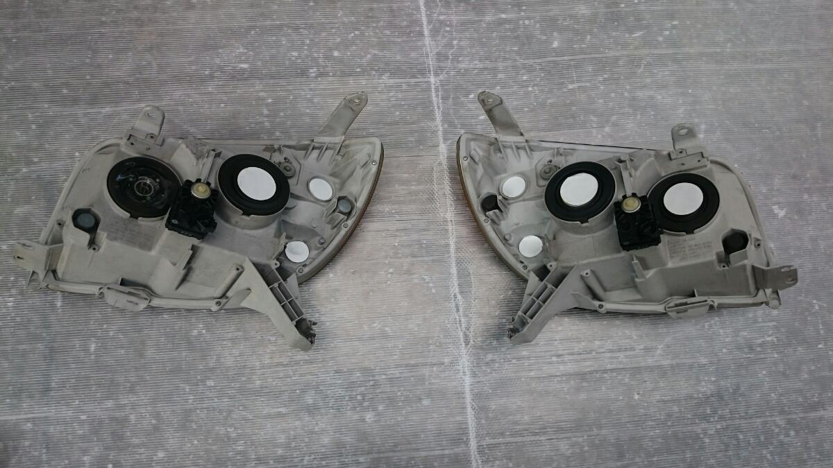 215ハイラックスサーフ後期純正ヘッドライト左右 トヨタ純正 オートレベライザー付 _画像6