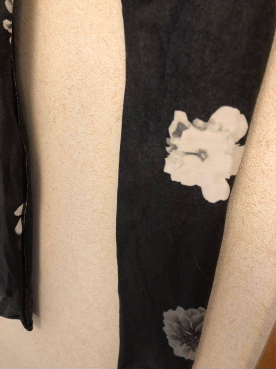 AUMNIE S size上下セット 黒ベースお花柄 ホットヨガ_画像4