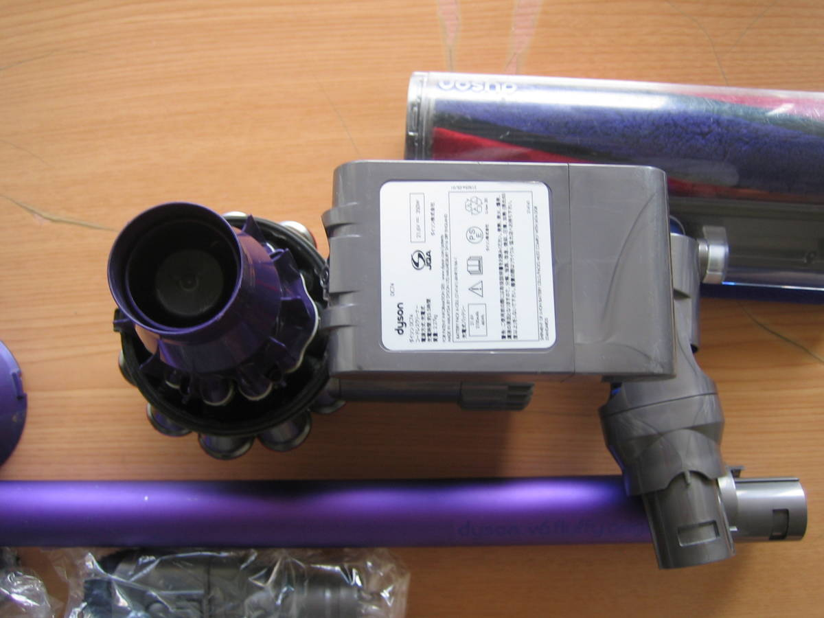 DC74 Dyson ダイソン 掃除機 V6. 送料無料 DC62_画像8