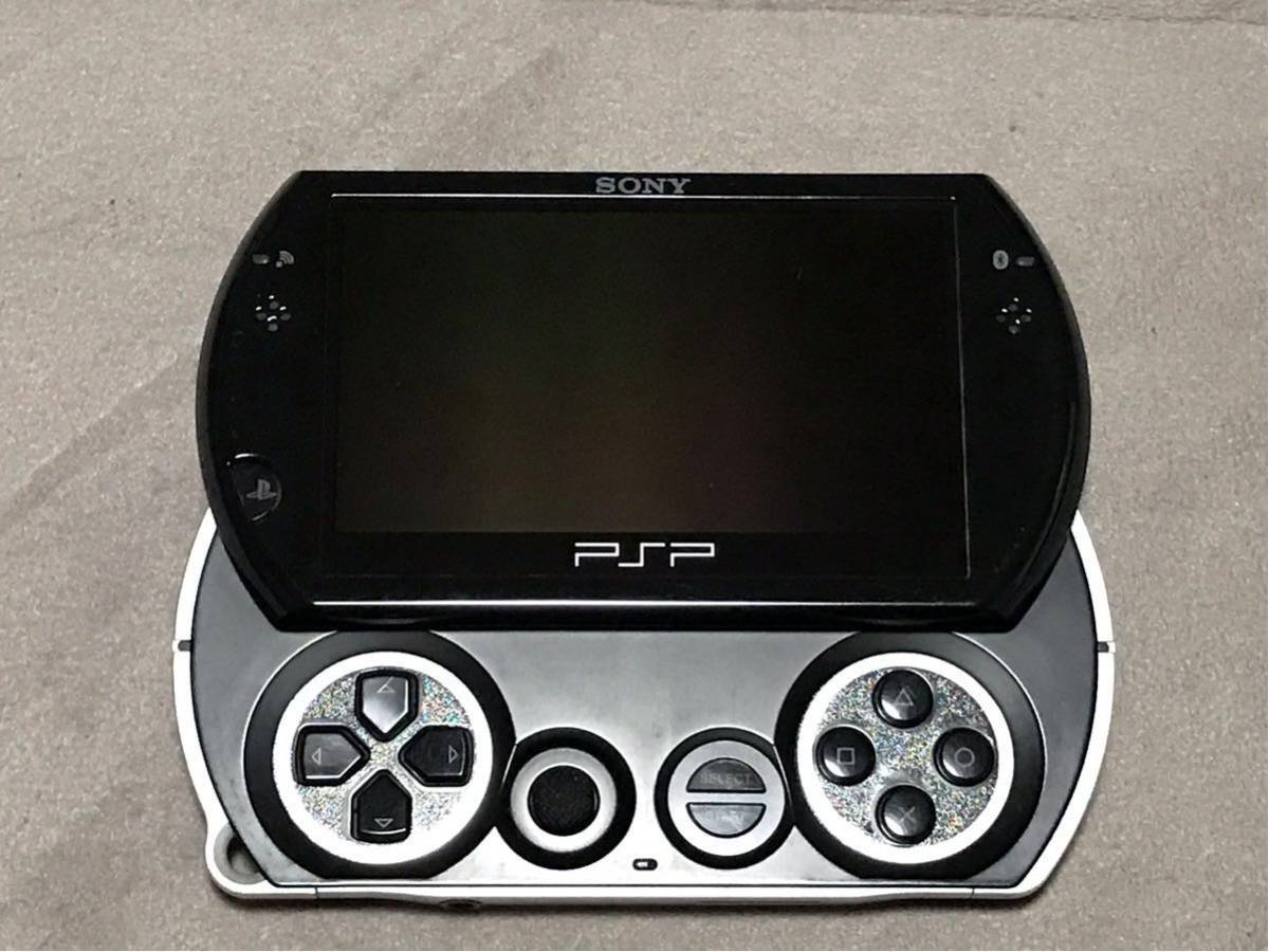 PSP go (超美品)(激レア品) 箱・取説・充電器・ケース付き_画像2