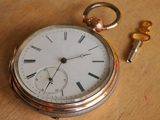 鍵巻き懐中時計 鍵付きです コンデション良いです_画像2