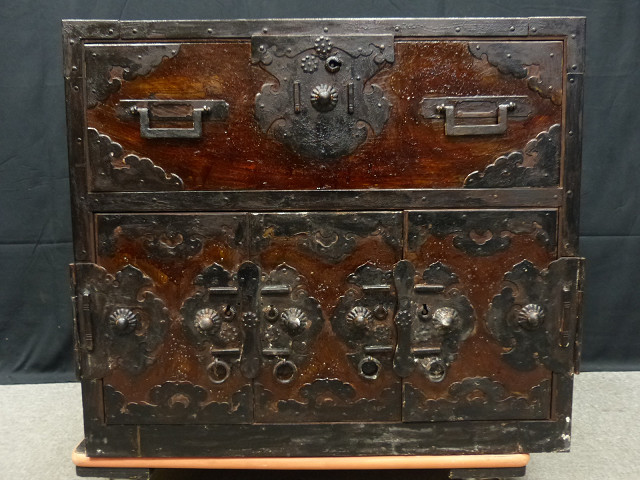 □古城□重厚なケヤキ製金具付船箪笥・隠し扉付 重量41kg_画像2