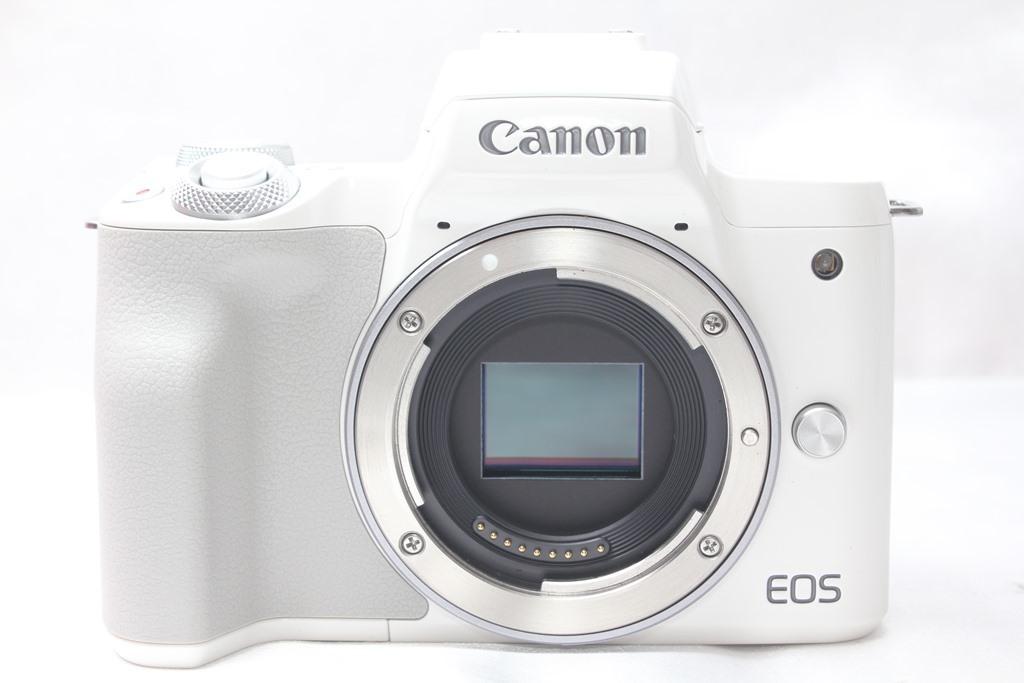 ★【新品級】 Canon EOS Kiss M ホワイト ★バリアングル 自撮り かんたん ★取説 バッテリー チャージャー ストラップ_画像2