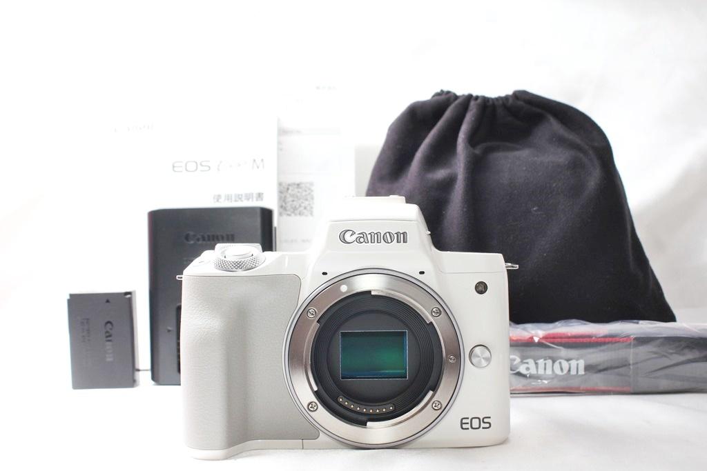 ★【新品級】 Canon EOS Kiss M ホワイト ★バリアングル 自撮り かんたん ★取説 バッテリー チャージャー ストラップ