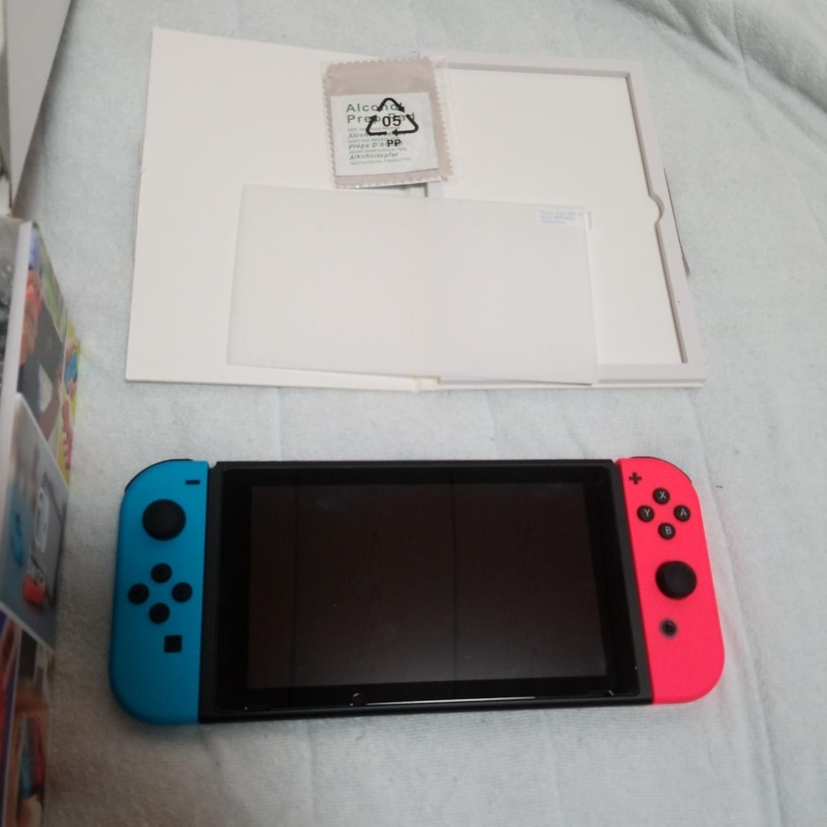 Nintendo Switch 本体 任天堂 マリオカート8デラックス プレイセット マリオカートソフト ガラスフィルム ジョイコン 収納ケース_画像2