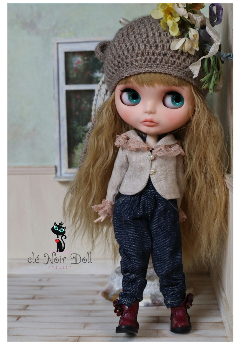 cle Noir Doll** Custom Blythe ** welcome autumn A gray Brown. bear Chan hat + yellow color. corsage