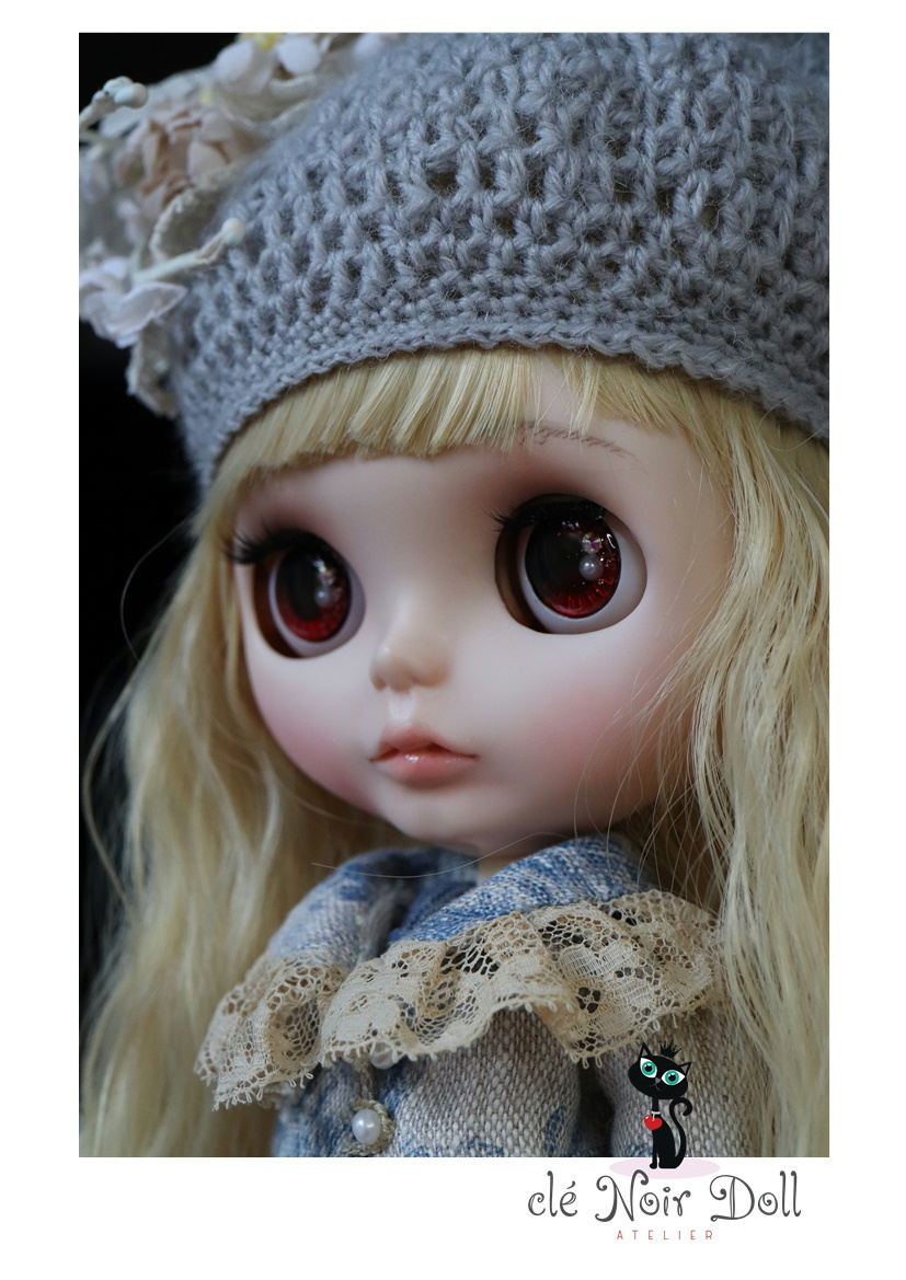 cle Noir Doll** Custom Blythe ** welcome autumn B light gray. cat Chan hat + white. corsage