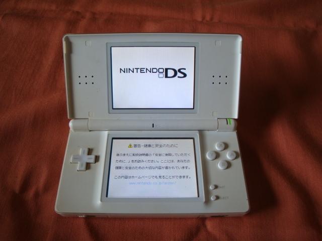 任天堂 Nintendo ニンテンドー DS Lite USG-001 本体 のみ クリスタルホワイト タッチペン無し_画像3