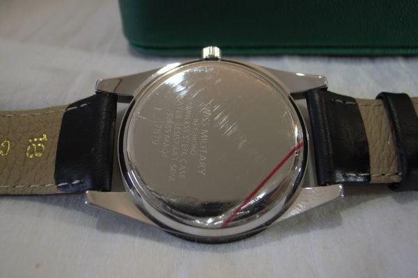 ● スイスミリタリー 7879 SWISS MILITARY by CHRONO スイス製 クオーツ 3針 カレンダー 腕時計 メンズウォッチ 箱 説明書 保証書_画像4