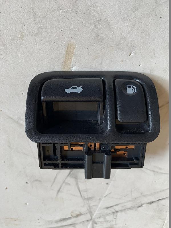 全国一律 送料無料シーマ TA-GF50 H13 前期 トランクフード・フューエルリッドオープナースイッチ 動作確認済み (管理番号 (3819-1847)_画像1