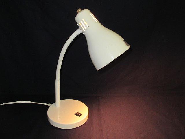 ★YC0557 デスクライト ホワイト E-17 MAX 40W 電気スタンド 卓上ライト 卓上照明 照明器具 ランプ 家具 インテリア 送料無料★