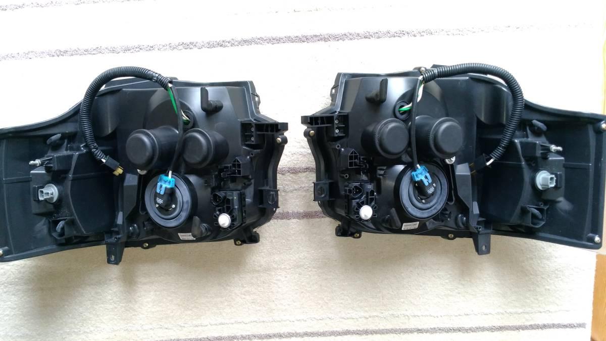 ハイエース4型フェイス 200系ヘッドライトハロゲン仕様 インナーブラック!!_画像2
