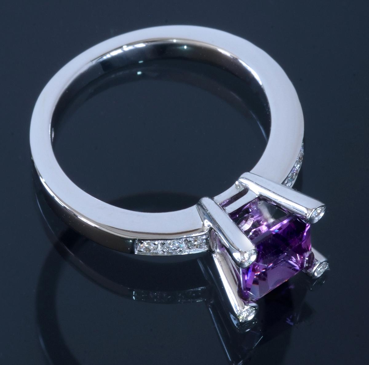 E8656【ANTONINI】アントニーニ アメジスト 天然絶品ダイヤモンド 最高級18金WG無垢リング S9.5号 重量4.95g 縦幅8.1mm【買取&下取可能】_画像2