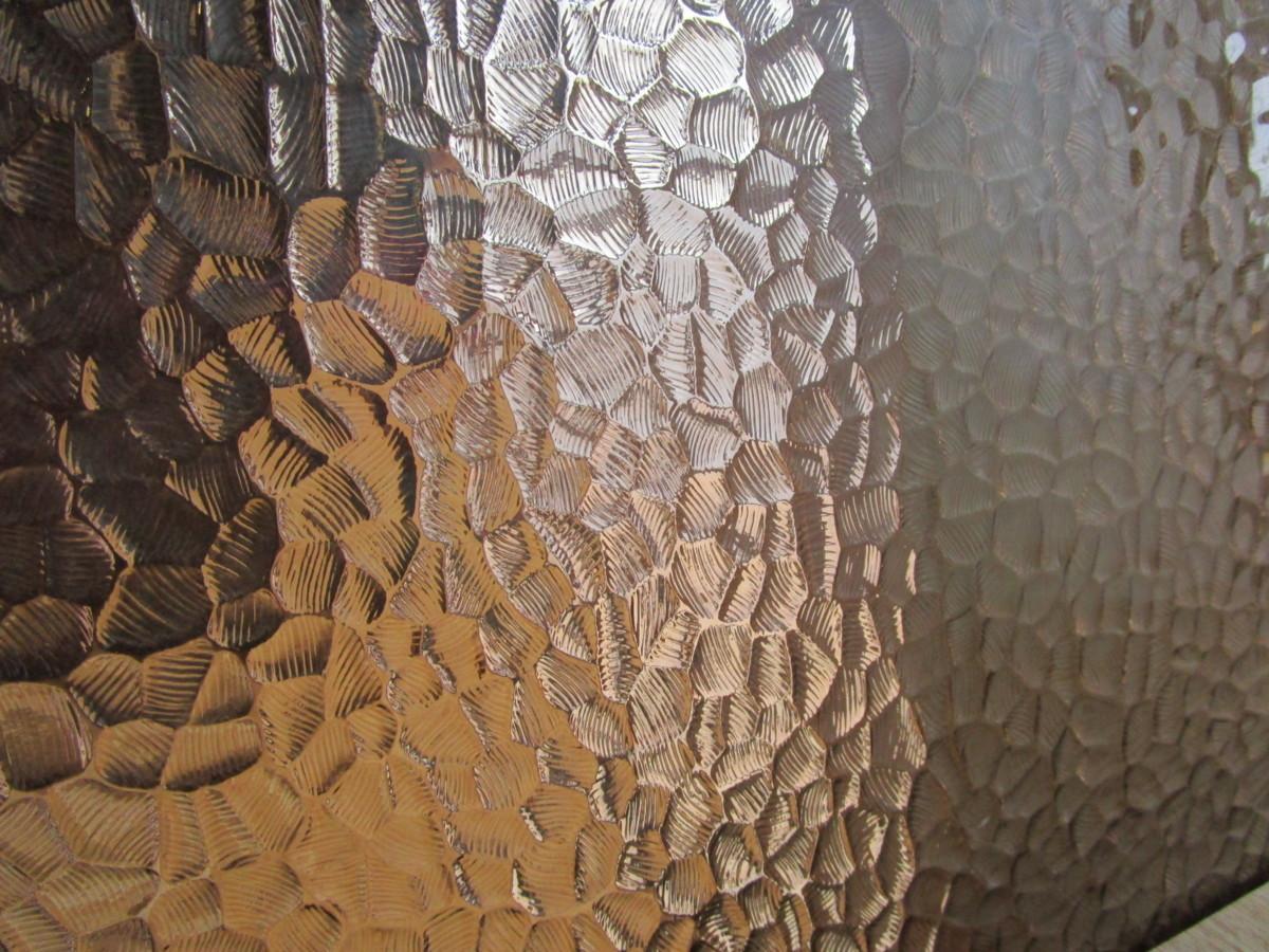 9080713■ガラス■板ガラス■ブロンズ■石目■レトロ硝子■模様ガラス■昭和時代に人気のあった片側に柄のはいったデザイン硝子です■_画像1