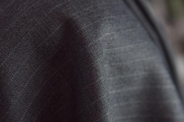 ■スキャバル社・超高級・ミドルグレーに極細ペンシルストライプ_画像4
