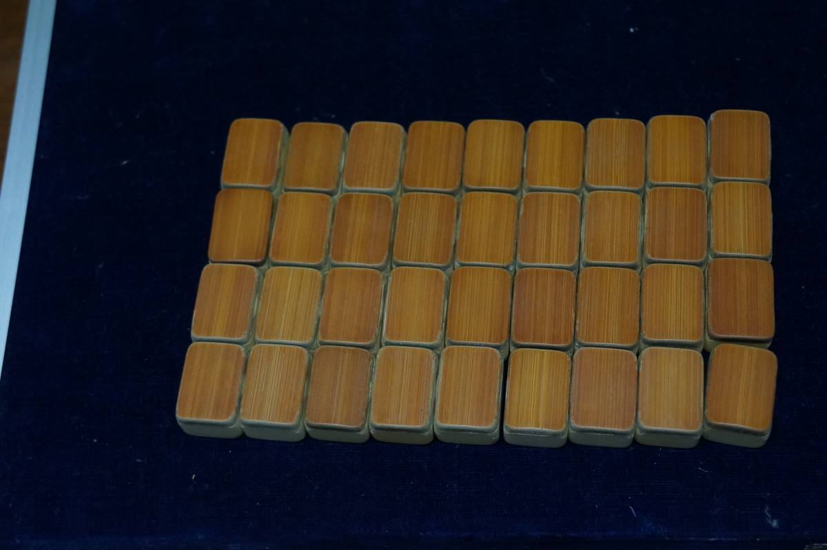 希少!必見!本象牙の麻雀牌。予備牌はありませんが他は揃っています。背竹、ケース付き_画像8