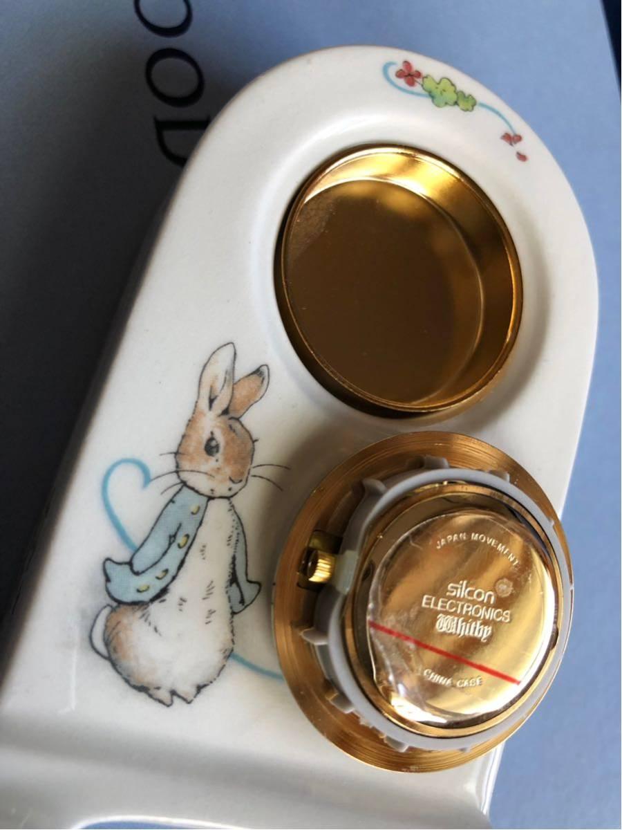 新品★ WEDGWOOD(ウェッジウッド)ピーターラビット 置時計 と非売品マグカップ2個_画像2