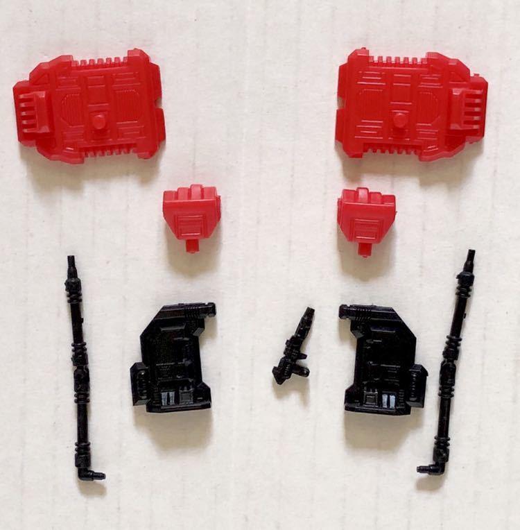 旧トランスフォーマーガム サイバトロン プロテクトボット 合体戦士ガーディアンの両手と両足、防衛指揮官ホットスポットの肩とホース