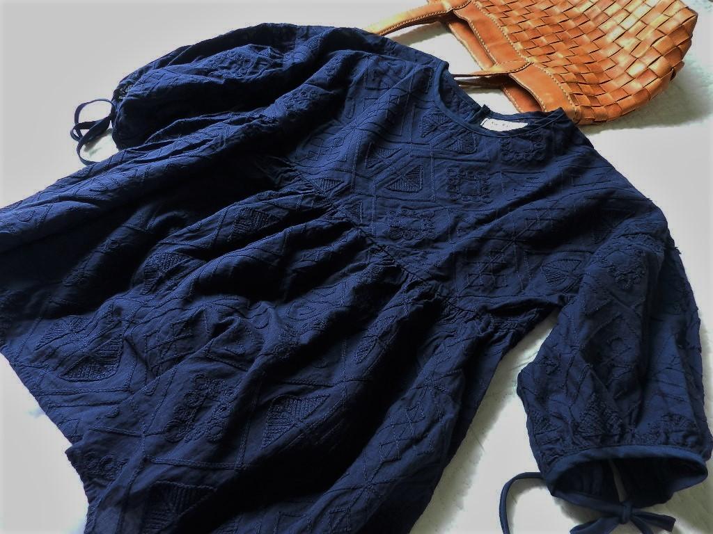 美品★柔らか刺繍コットンブラウン ゆったり半袖ブラウス 紺色 M_画像3