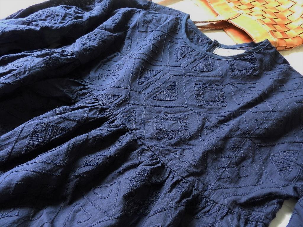 美品★柔らか刺繍コットンブラウン ゆったり半袖ブラウス 紺色 M_画像4