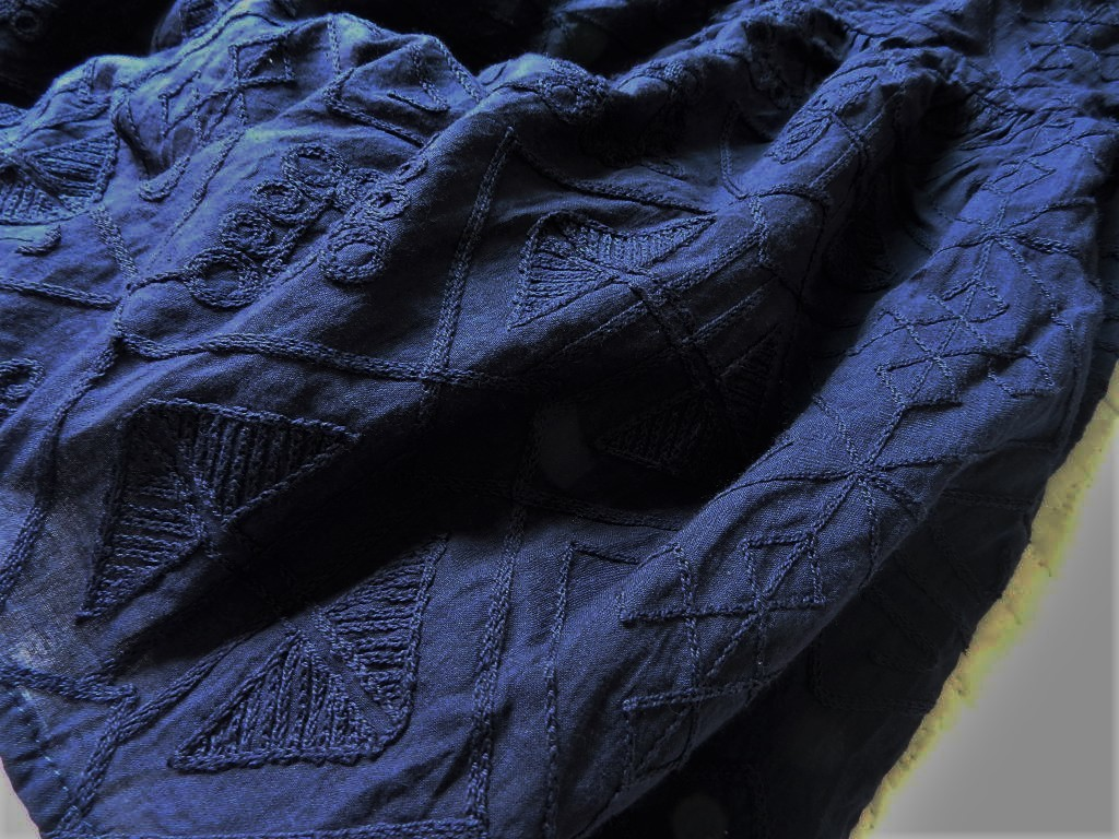 美品★柔らか刺繍コットンブラウン ゆったり半袖ブラウス 紺色 M_画像5