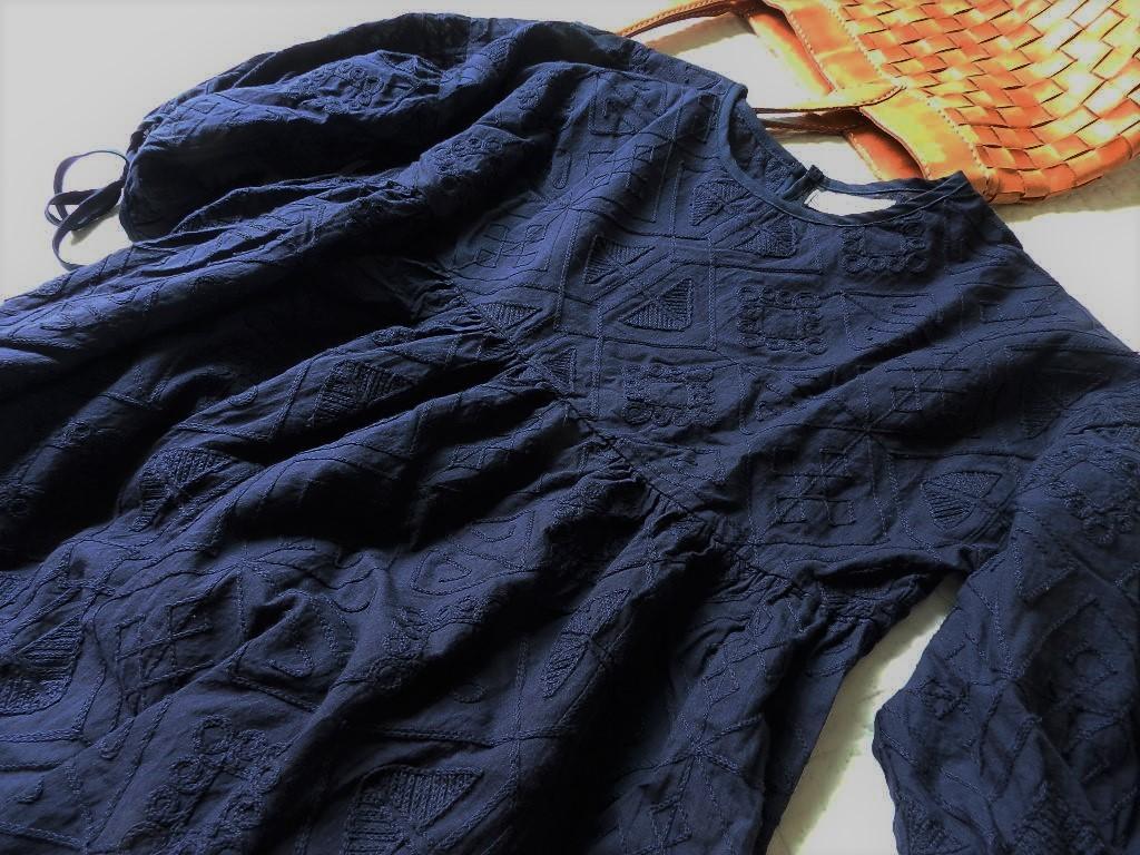 美品★柔らか刺繍コットンブラウン ゆったり半袖ブラウス 紺色 M_画像6