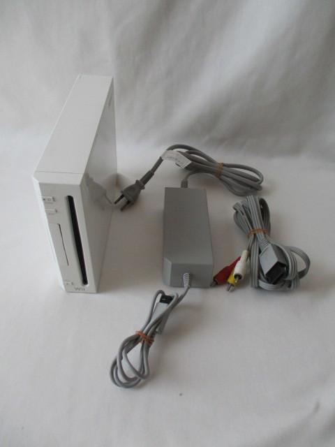 任天堂 Wii本体/付属品セット リモコン2個 ソフト6本セット 中古_画像2
