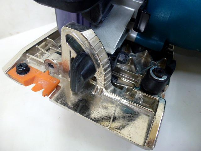 7726 良品 makita マキタ 125mm 防じん マルノコ KS5000FX 刃付き 丸のこ 防塵 電動工具_画像6