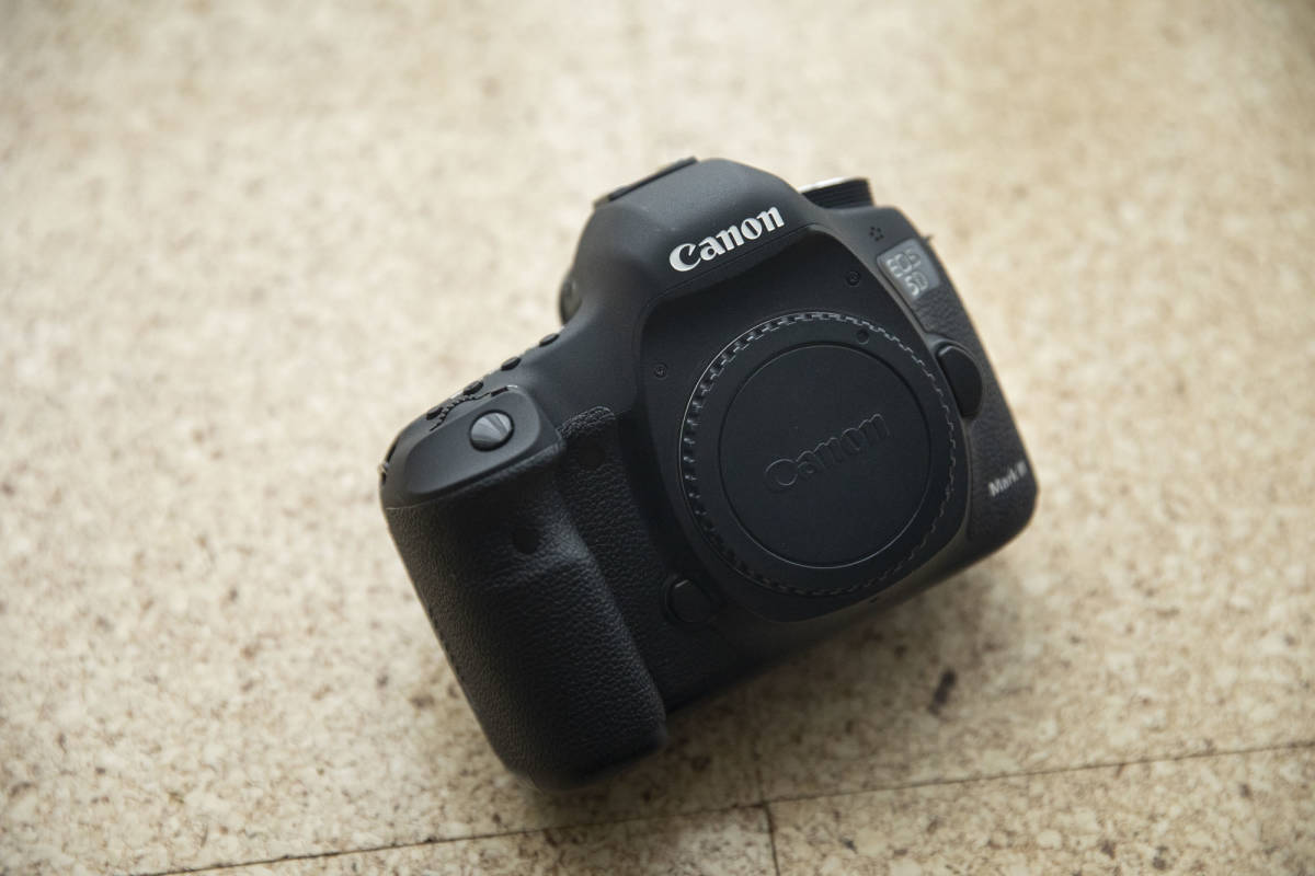★★★ Canon EOS 5D mark III マーク 3 中古 バッテリー 5個付き ★★★