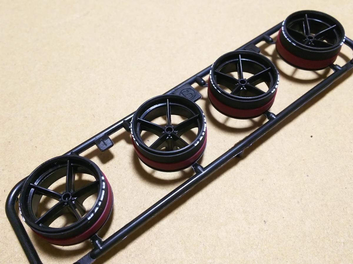 ミニ四駆 ペラハーフタイヤ ローフリクション+スーパーハードダミー(白プリント) 大径ナローサイズ 5本スポーク強化ホイール付き
