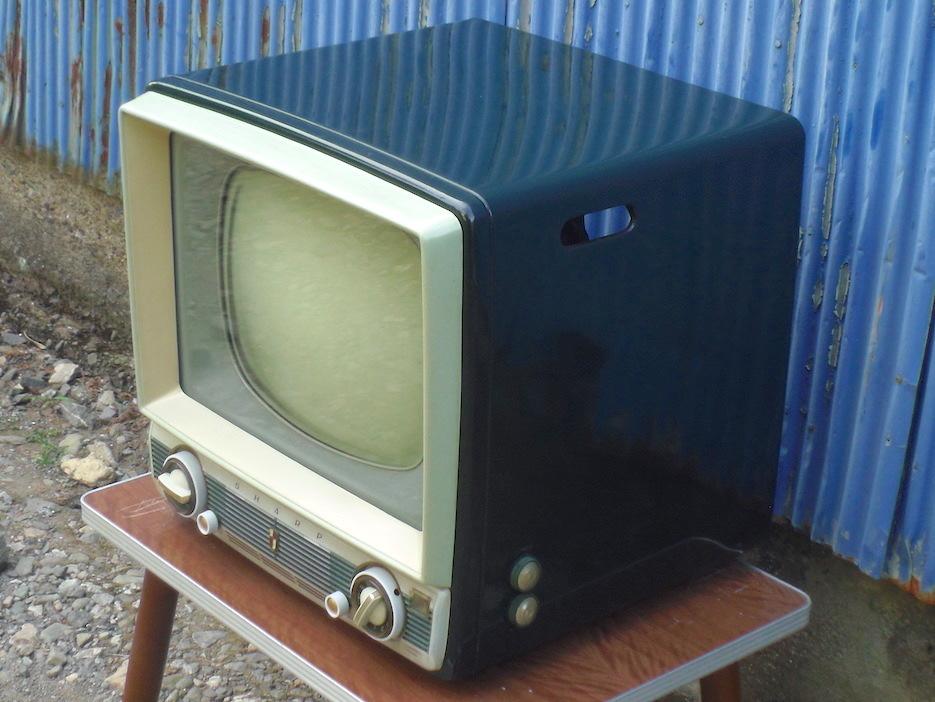 ■即決■SHARP シャープ 真空管テレビ TV-610型 早川電機 昭和レトロ アンティーク ジャンク_画像3