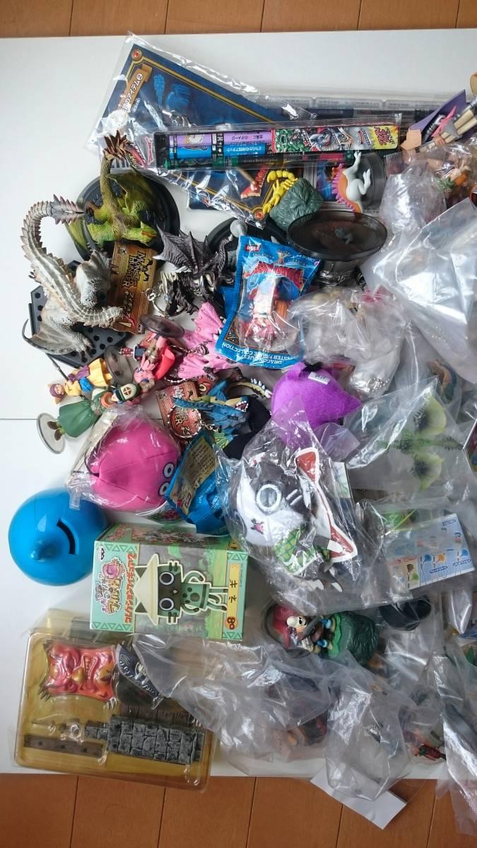 処分品 ドラゴンクエスト モンスターハンター等 ゲームキャラクター フィギュア グッズなど 150個以上 まとめセット _画像2