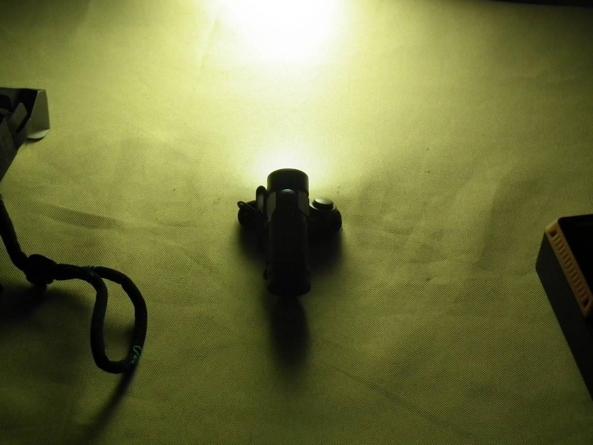 OLIGHT(オーライト)懐中電灯S2R Baton LED S1 MINI 懐中電灯 BORUIT充電器 バッテリー各1本付き 2個セット 通電作動確認 中古美品_画像7