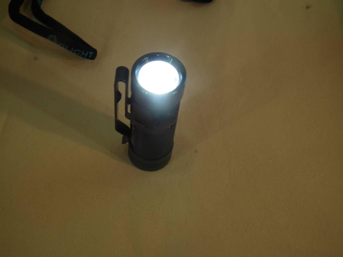 OLIGHT(オーライト)懐中電灯S2R Baton LED S1 MINI 懐中電灯 BORUIT充電器 バッテリー各1本付き 2個セット 通電作動確認 中古美品_画像6