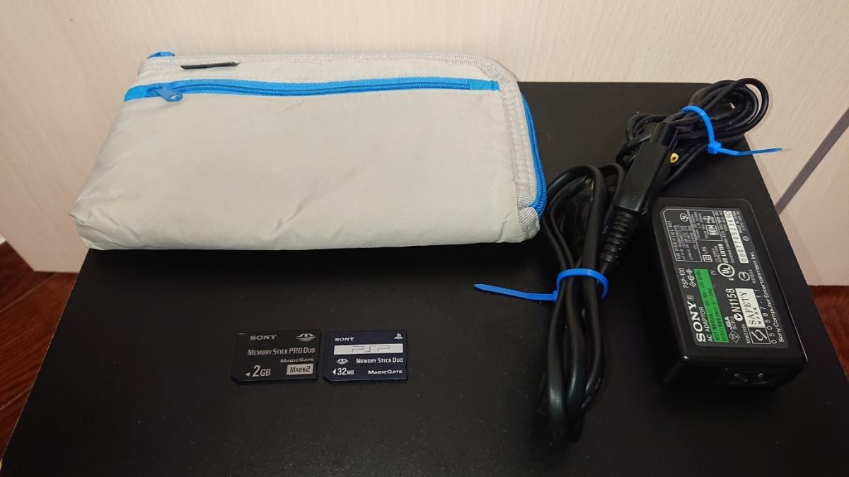 1円~PSP-3000 ホワイトブルー プレイステーションポータブル本体一式と、メモリースティック、ポーチ、オマケソフト付き。_画像9