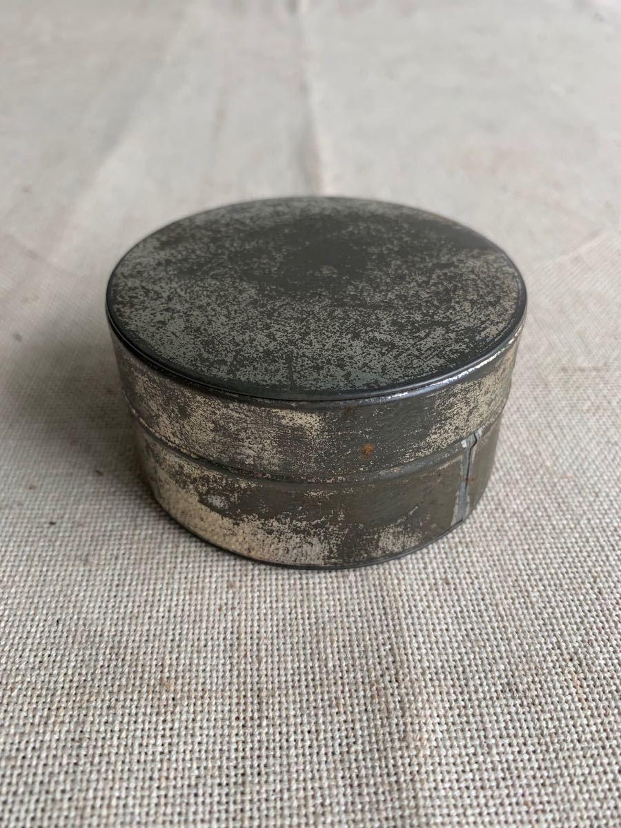 小振りブリキ缶ケース 古いシャビー保存珍品昭和レトロアンティークビンテージ古道具コレクションインテリアディスプレイ小物入れ収納整理