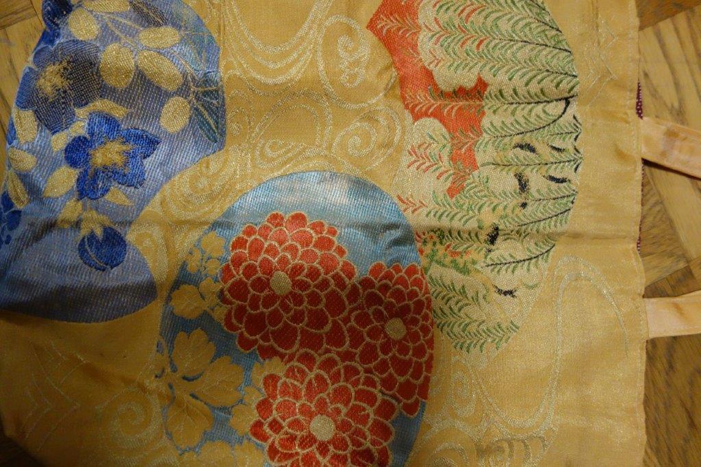 着物の生地のバッグ 刺繍 花 サブバッグ お稽古バッグ 和装バッグ 手提げトートバッグ 和洋兼用 レトロ_画像4
