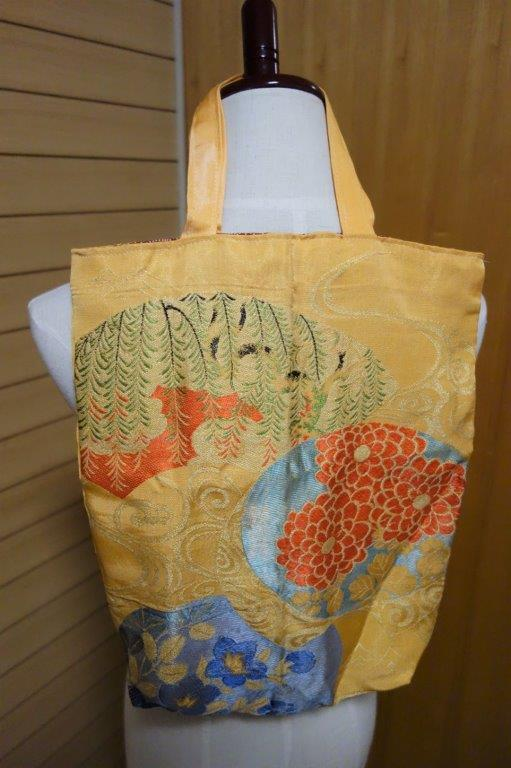 着物の生地のバッグ 刺繍 花 サブバッグ お稽古バッグ 和装バッグ 手提げトートバッグ 和洋兼用 レトロ_画像1